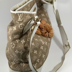 4aeab7e8ebd7 Louis Vuitton Bags - LOUIS VUITTON Monogram Sabbia Besace White